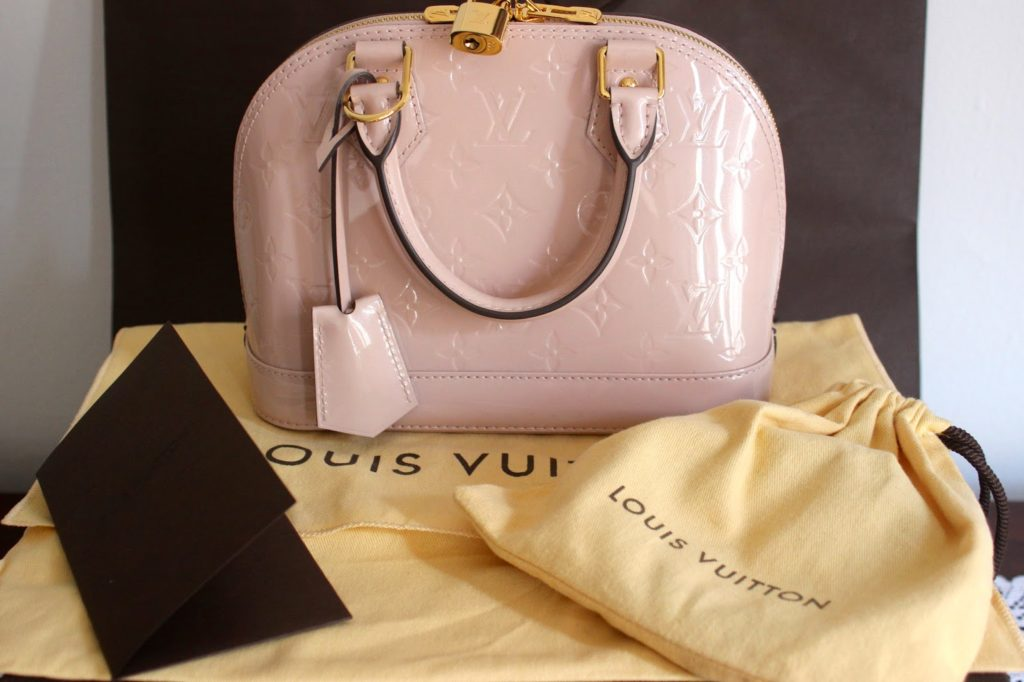 d2487efe0df0 I ve added a new handbag to my Louis Vuitton collection – the Alma BB  Monogram Vernis in Rose Angelique. I fell in love with it the moment I saw  it.