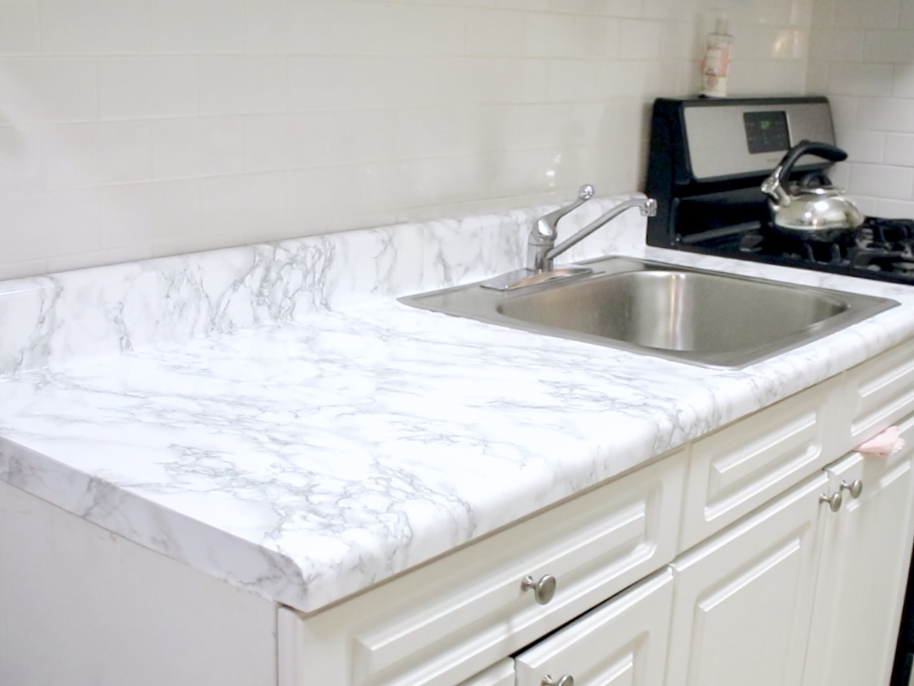 ... Marble Counter Tops Using Contact Paper In This Easy And Inexpensive  DIY Kitchen Project Tutorial. This Project May Be Cheap But Itu0027ll Make Your  Kitchen ...